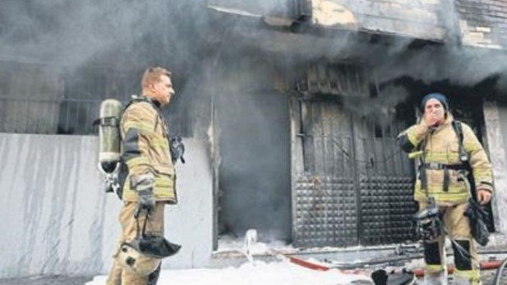 İzmir Buca'da halı yıkama dükkanın da yangın çıktı
